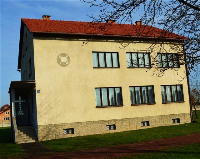 Dom parafialny w Gołkowicach
